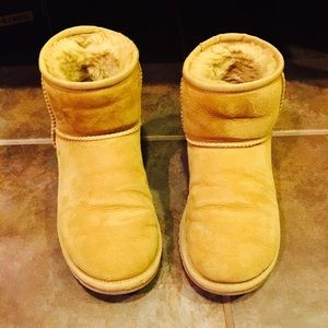 Size 5 Ugg boots